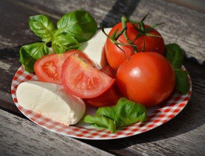 Mozerella en tomaat